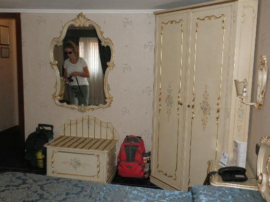 Hotel Montecarlo: Armoire and chest with linens