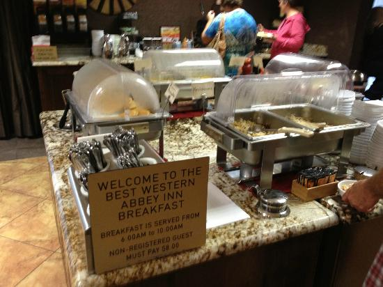 BEST WESTERN PLUS Abbey Inn: Complimentary breakfast