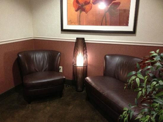 BEST WESTERN PLUS Abbey Inn: Sitting area