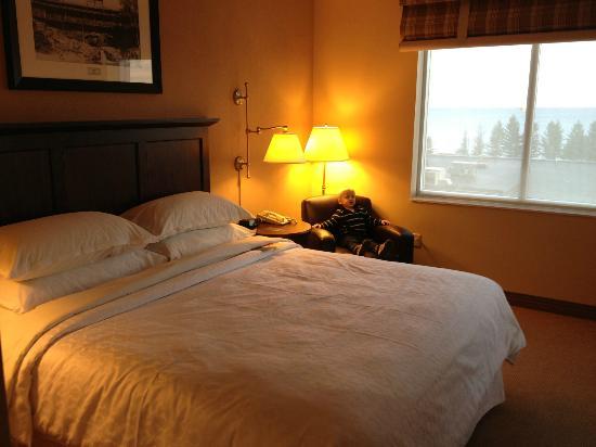 Sheraton Duluth Hotel: Master bed