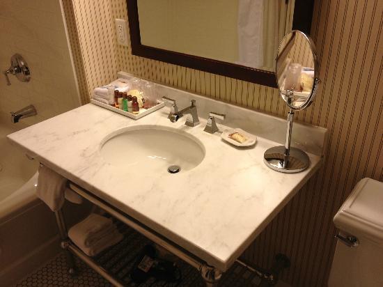 Sheraton Duluth Hotel: Nice bath room!