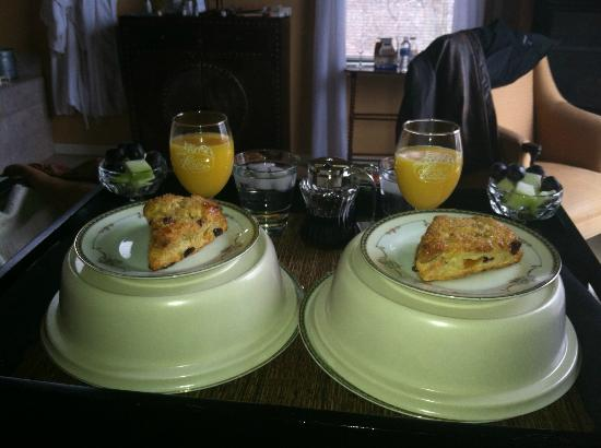 Castle in the Country Bed & Breakfast Inn: Breakfast in Bed as Part of the Isn't it Romantic Package