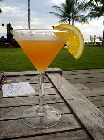 The Royal Beach Seminyak Bali - MGallery Collection: cocktails by the pool