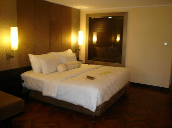 The Royal Beach Seminyak Bali - MGallery Collection: big comfy bed