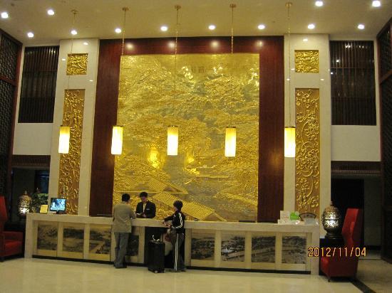 Nanlin Hotel Suzhou: きらびやかなフロントです