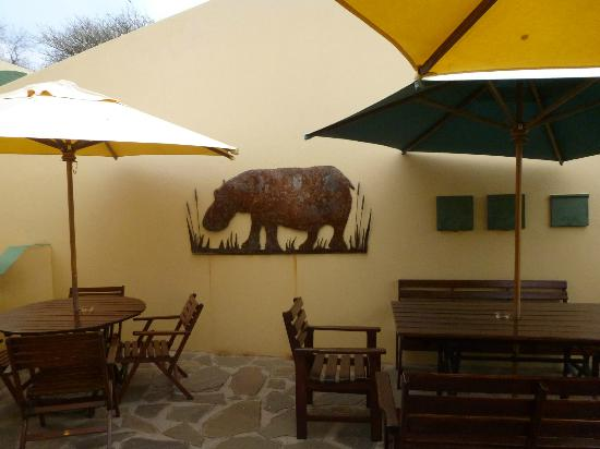 Hotel Pension Onganga: Hippo artwork on wall outside breakfast area