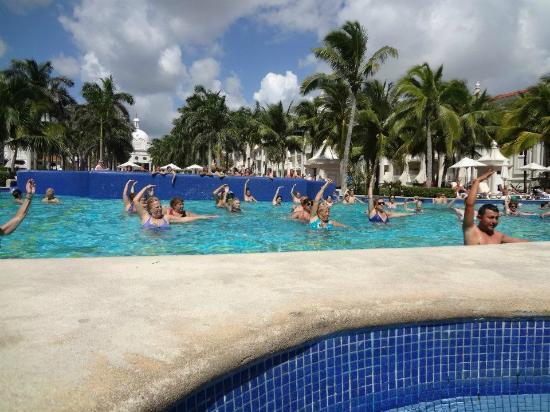 Hotel Riu Palace Riviera Maya: water aerobics
