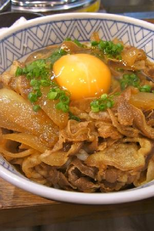 Jingisukan Kirishima Shinjuku: ラム丼に追加で生卵トッピング