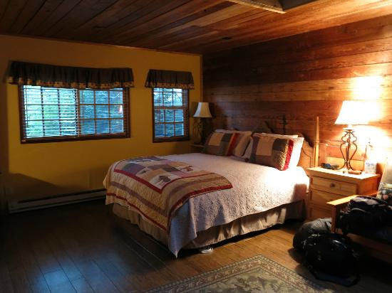 Tucker House Inn: Rustic charm
