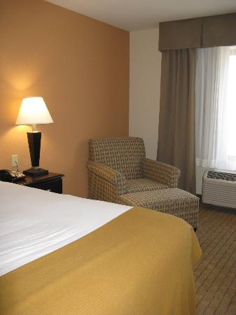 Holiday Inn Express Hotel & Suites Lafayette East: Lafayette HIE, nice room