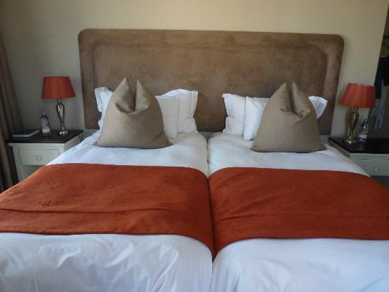 Hotel Zum Kaiser: Big comfy bed