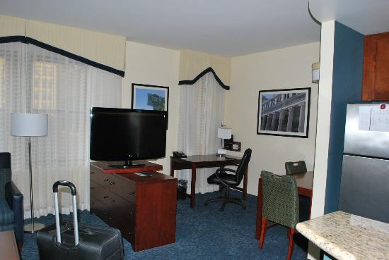 Residence Inn Cincinnati Downtown/The Phelps: Living Room