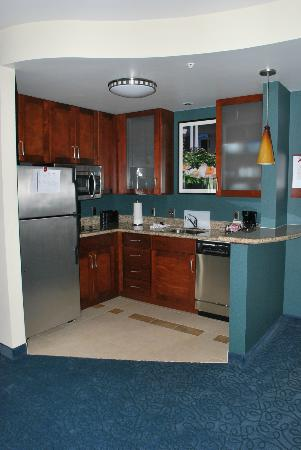 Residence Inn Cincinnati Downtown/The Phelps: 1-BR Kitchen