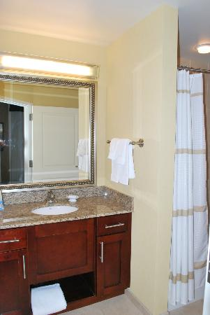 Residence Inn by Marriott Cincinnati Downtown/The Phelps: Bathroom Sink