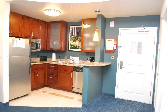 Residence Inn Cincinnati Downtown/The Phelps: Kitchen