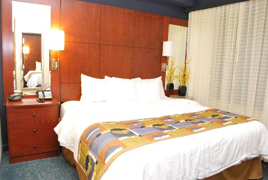 Residence Inn Cincinnati Downtown/The Phelps: 1-BR bedroom