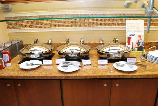 Residence Inn Cincinnati Downtown/The Phelps: Buffet Serving