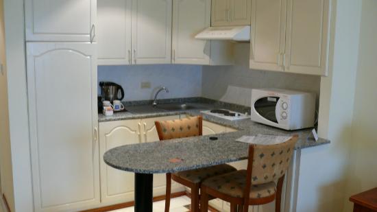 Savoy Park Hotel Apartments: Kitchenette