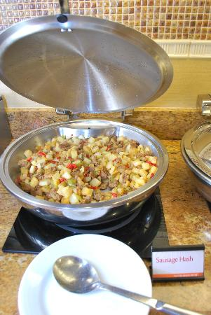 Residence Inn Cincinnati Downtown/The Phelps: Buffet of potatoes with ground pork