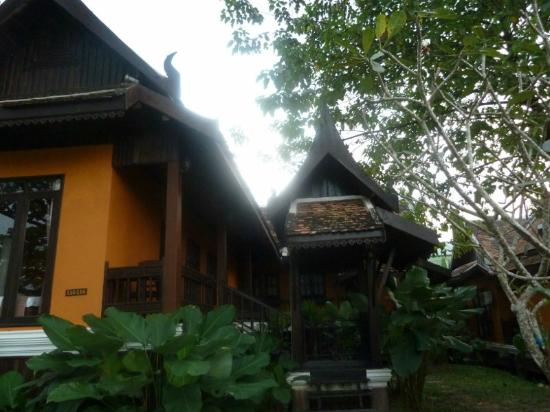 Villa Vang Vieng Riverside : rooms from outside