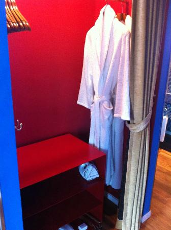 New Majestic Hotel: wardrobe