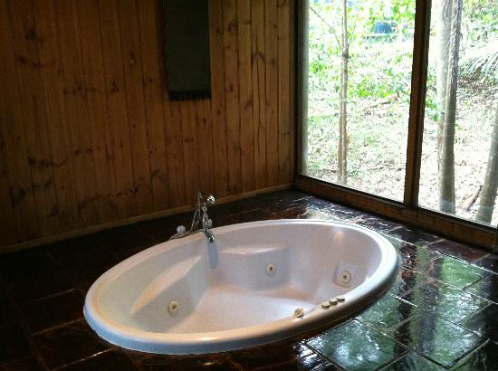 Kondalilla Eco Resort: Jetted tub