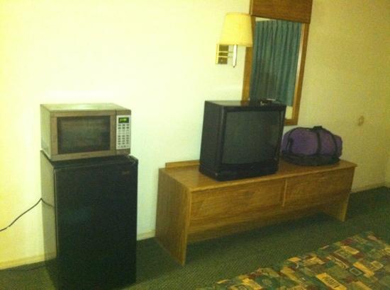 Knights Inn Lookout Mountain: fridge, microwave, tv