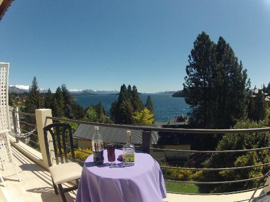 Altuen Hotel Suites&Spa: Vista Hacia el Lago y Montañas