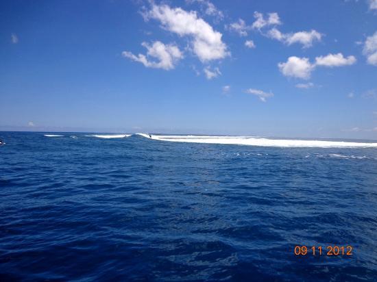 Hiro's Tour: Passage près des spots de surf