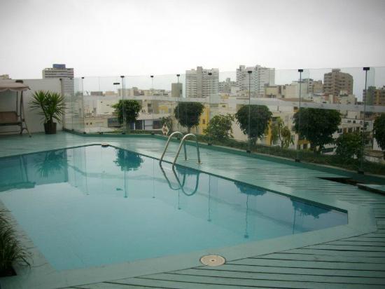 Jose Antonio Executive: A piscina no terraço