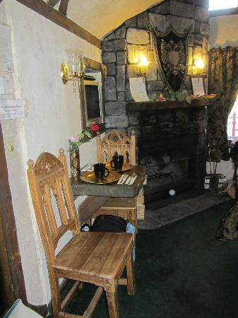 Castle Wood Cottages: King Arthur room