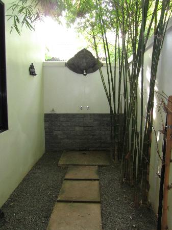 Sojourn Boutique Villas: Outdoor shower too!