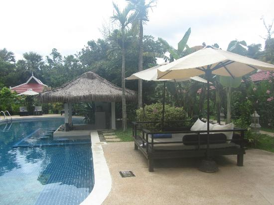 Sojourn Boutique Villas: Relax on one of the sun beds