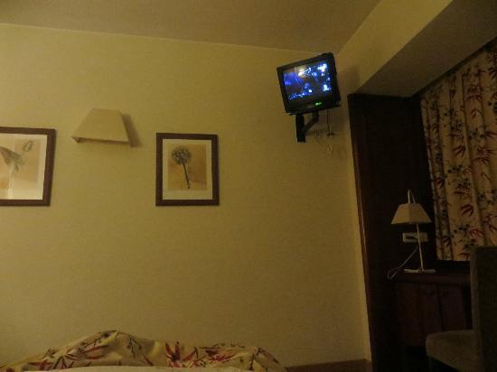 Rafaelhoteles Ventas: Esta TV no corresponde a un hotel de 4*