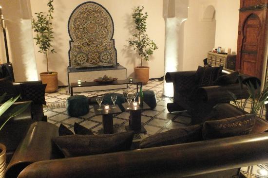 Dar Faracha Fes: Salon dans le patio