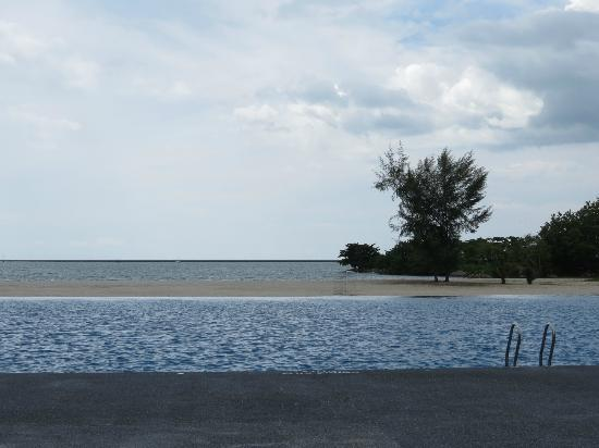 Century Langkasuka Resort: pool overlooking the sea