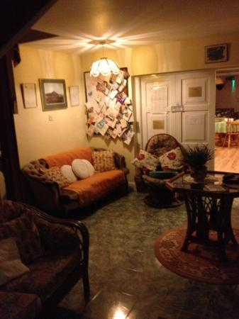 Coolakay House: comfortable reading room with all Yvonne's thank you cards