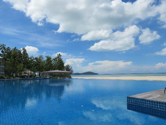 Century Langkasuka Resort: breathtaking pool view