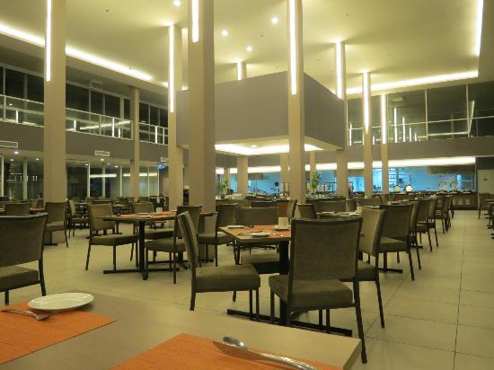 فور بوينتس باي شيراتون لانجكاوي ريزورت: all day dining restaurant