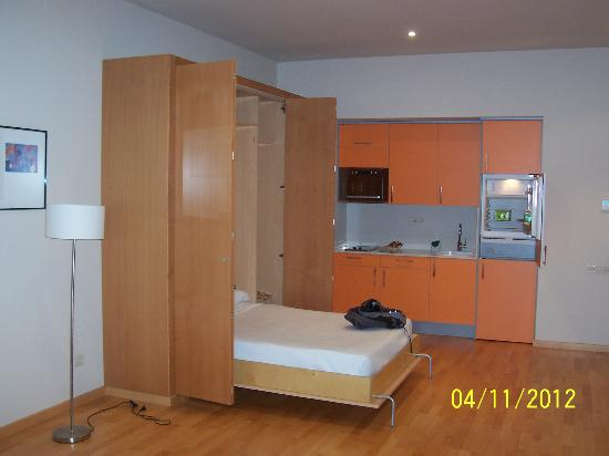 Aparthotel Wellness: Room 1-11 bed & kitchenette.