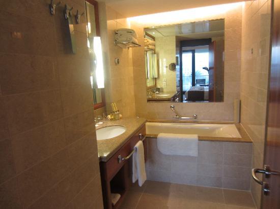 Shangri La Barr Al Jissah Resort & Spa-Al Bandar: Badkamer Al Waha gedeelte