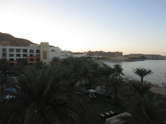 Shangri La Barr Al Jissah Resort & Spa-Al Bandar: zwembad, strand