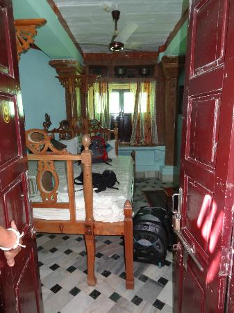 Deepak Rest House: Bedroom room 9