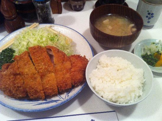 Hatsuhan: ランチのロースカツ定食