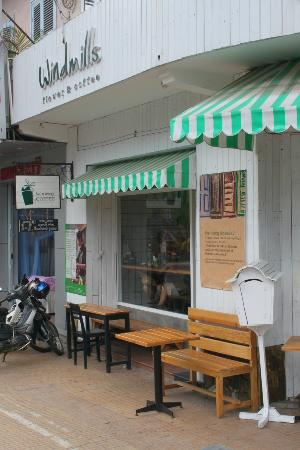 Windmills Cafe: a look from the street