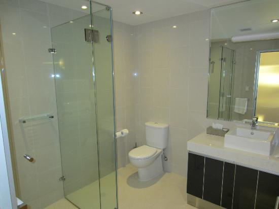 Ceduna Foreshore Hotel Motel: Large, clean, modern bathroom