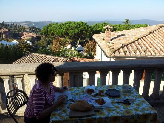 Il Barlanzone: Breakfast on the balcony