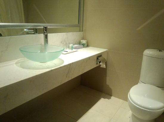 Peninsula Excelsior Hotel: バスルーム
