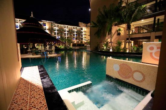 Novotel Phuket Vintage Park: Night view