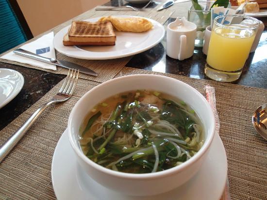 نوفوتيل بوكيه فينتيج بارك ريزورت: Breakfast